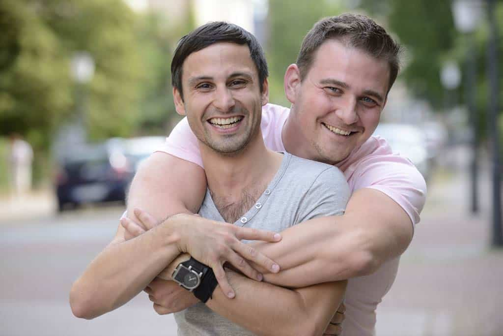 Gay Oglasi